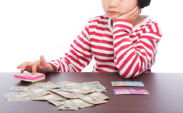 各家庭には子供一人につき毎月5万円程度の補助金を出すべきやと思うわ