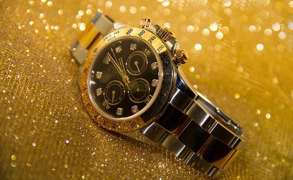 時計に数万円もかけてる奴何なの?