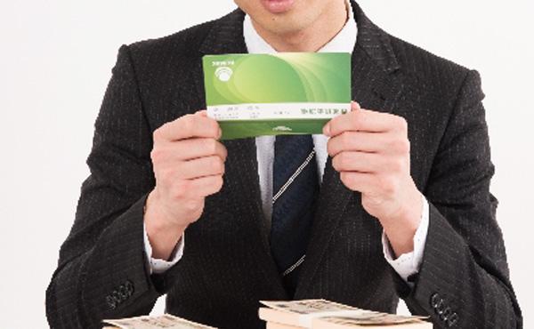 じぶん銀行調査では30代男性の平均貯金額は700万円