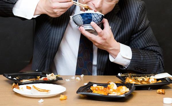 ワイ、低収入のやつほど食事のマナーが悪いことに気付く