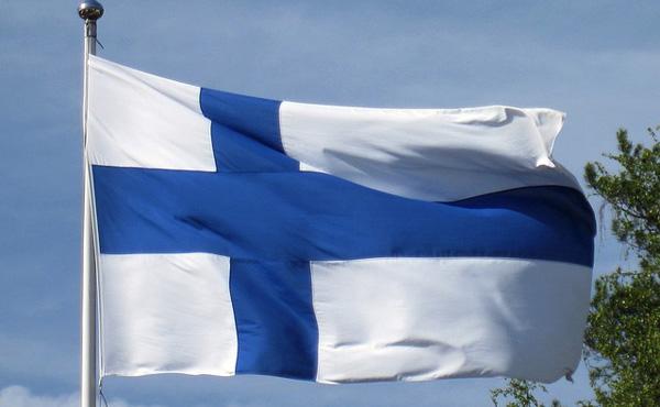 フィンランド「残業無し!夏季休暇平均28日!平均年収400万!」