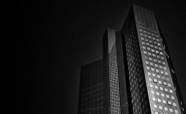 ドイツ銀行の株価が急落 年初からの下落率は40%超