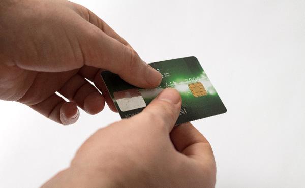 お前らのクレジットカード利用可能額っていくら?