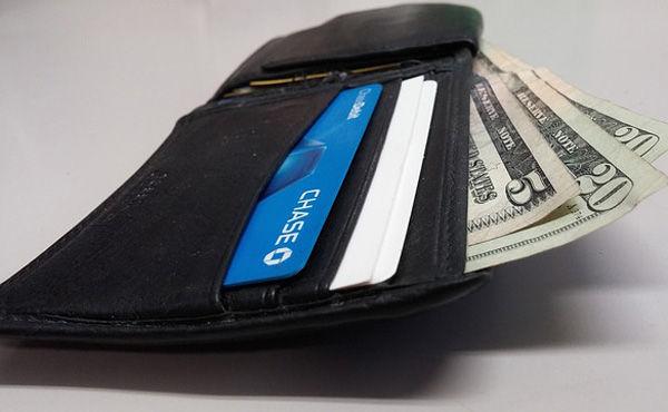 お金がたまるのは高い財布?安い財布?