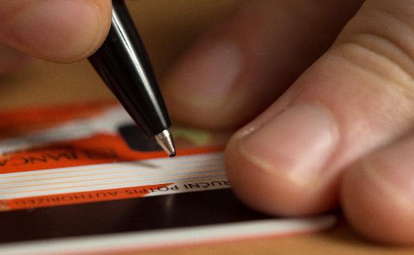 クレジットカードの裏書きを漢字フルネーム以外にしてる奴wwwwwwwwwwwww