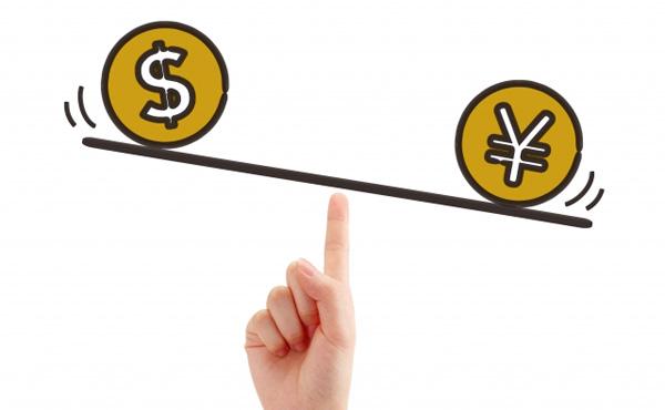 円高になると給与は変わらないのに物価が安くなって生活しやすいのに何が悪いの?