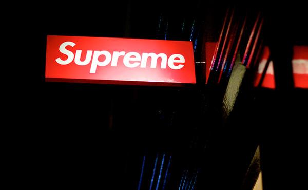 陰キャワイ「supremeって服買えばオシャレになるんやな、値段は…