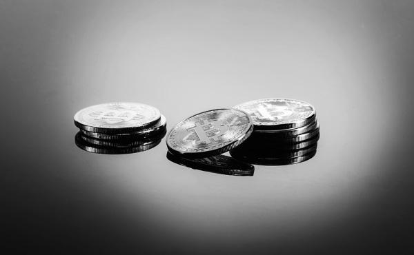 【仮想通貨】ビットコインの価格急落、15分で2割も 米当局の不認可で