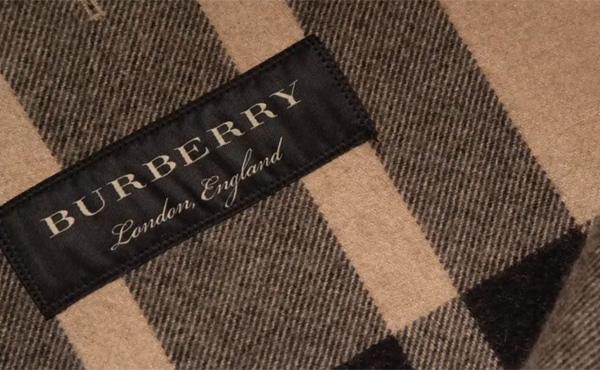 バーバリー 、売れ残り商品42億円分を焼却 批判相次ぐ「貧しくて服を買うこともできない人がいるのに」