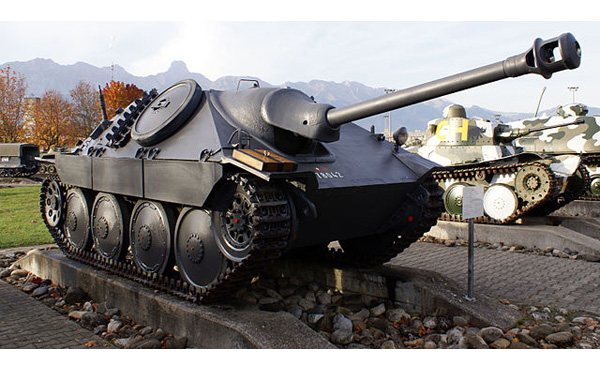 戦車って100メートルくらい走っただけで10万円分のガソリンを消費するってまじ?