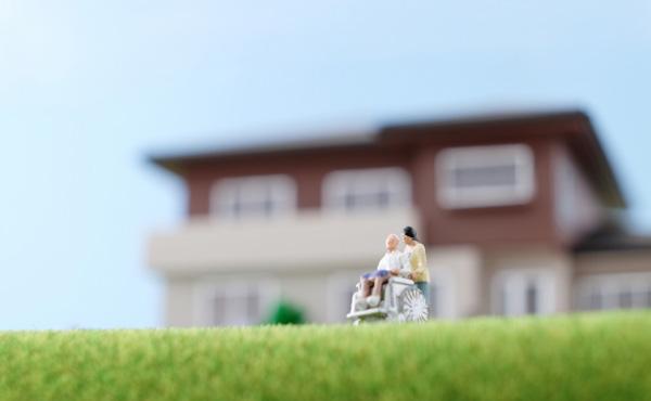 来年から勤続10年以上の介護福祉士の月収が8万円プラスされるじゃん?