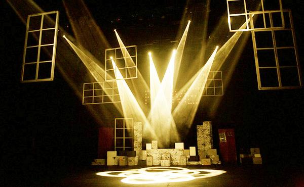舞台や演劇って9千円とか1万するけど見に行く価値あんの?