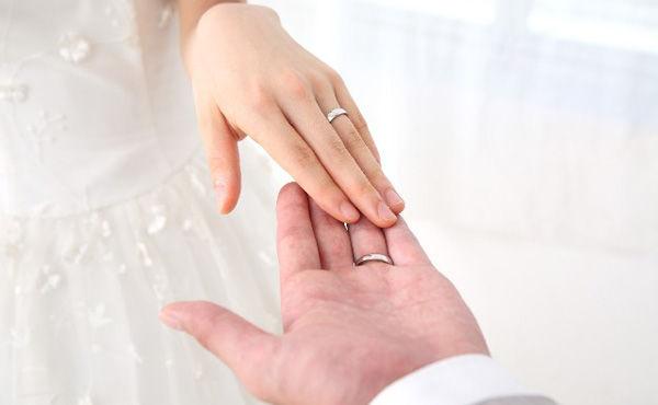 平均352万円 結婚費用はデフレと無縁