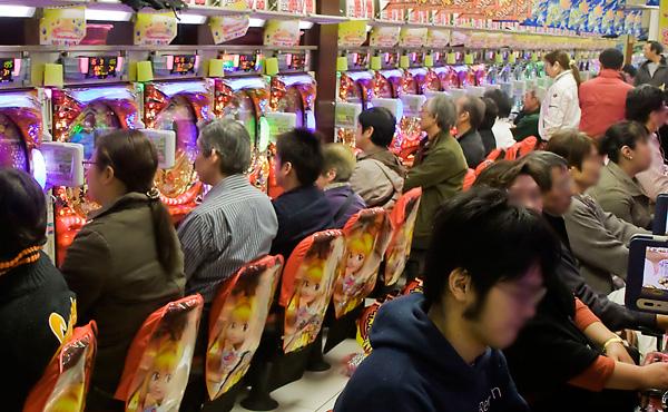 パチンコ業界に激震、ギャンブル依存症 320万人(遊技人口920万人中) 警察庁ではなく厚労省