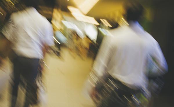 【悲報】東京の20代の平均年収、240万円だった