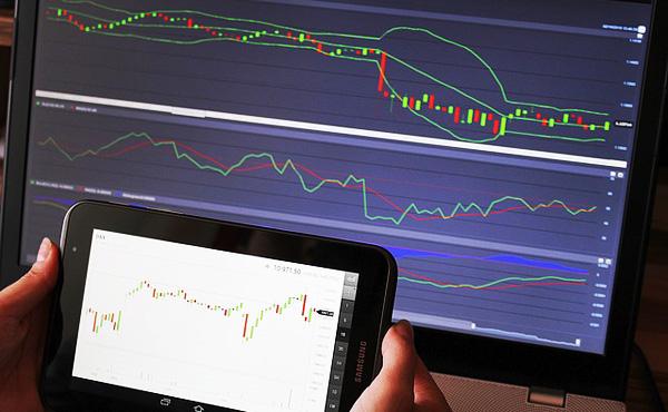 FXの自動ツールで毎月20%の利益得ている勝ち組だけど質問ある?