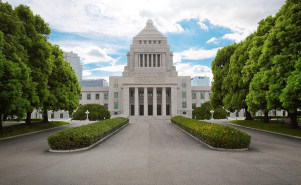 政府「氷河期世代に独身低収入が多すぎる。彼らが生活保護落ちしたら日本が終わる どうにかしろ」