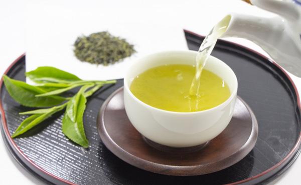 【話題】伊藤園「北米で緑茶を毎日飲む人は、飲まない人より年収が約83.7万円高い」