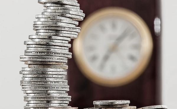 日本人の労働時間を減らす←これ日本のお金が海外に流れるよな・・・