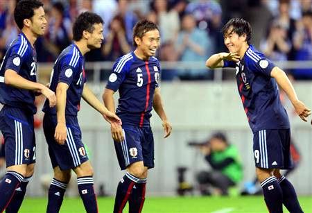 岡崎選手ゴール後ワッキーのギャグも決めていた