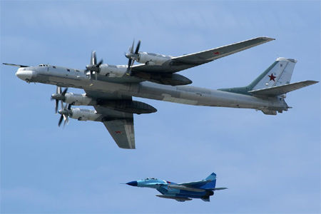 長距離爆撃機tu95