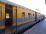 6港に向かうローカル列車2