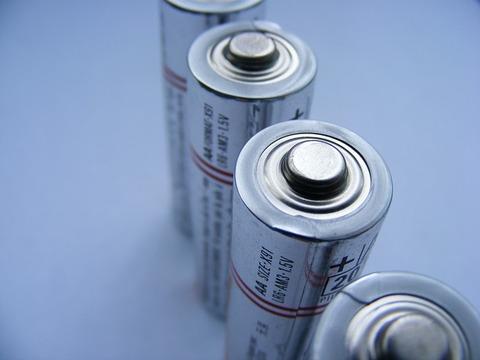batteries-87535_640