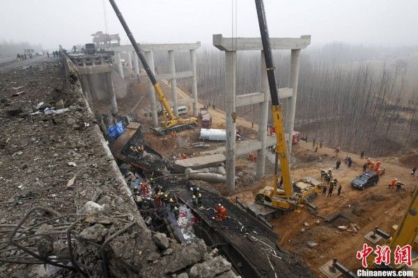 china-henan-bridge-collapse-truck-explosion-03-600x400