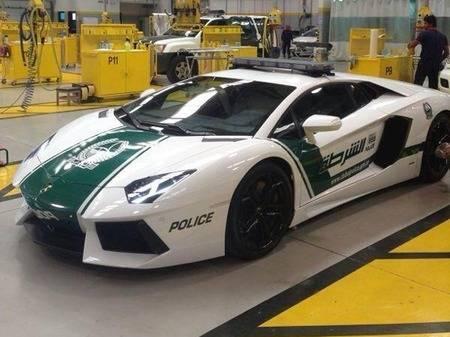 Lamborghini-Aventador-Dubai-Police-car-1-450x337
