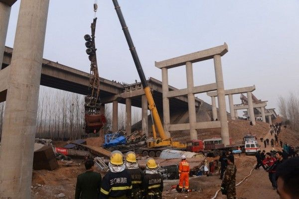 china-henan-bridge-collapse-truck-explosion-08-600x399