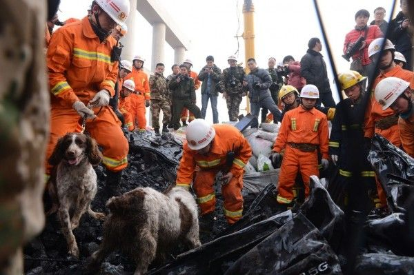 china-henan-bridge-collapse-truck-explosion-09-600x399