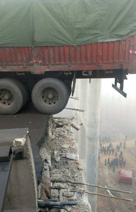 china-henan-bridge-collapse-truck-explosion-13