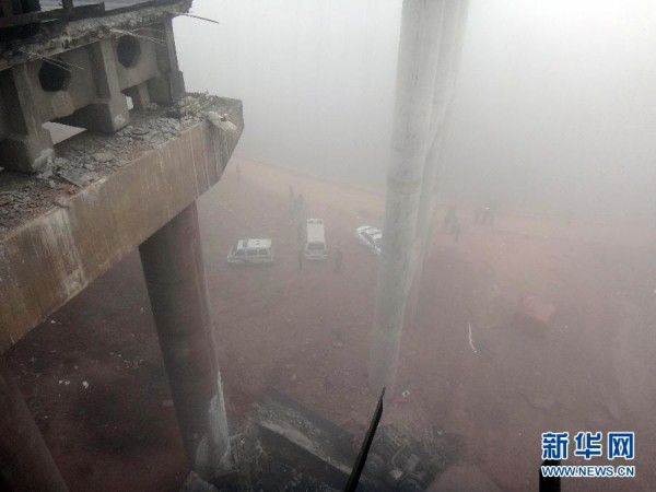 china-henan-bridge-collapse-truck-explosion-14-600x450