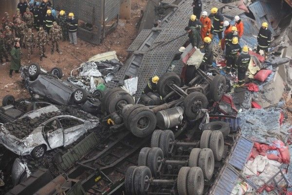 china-henan-bridge-collapse-truck-explosion-07-600x400