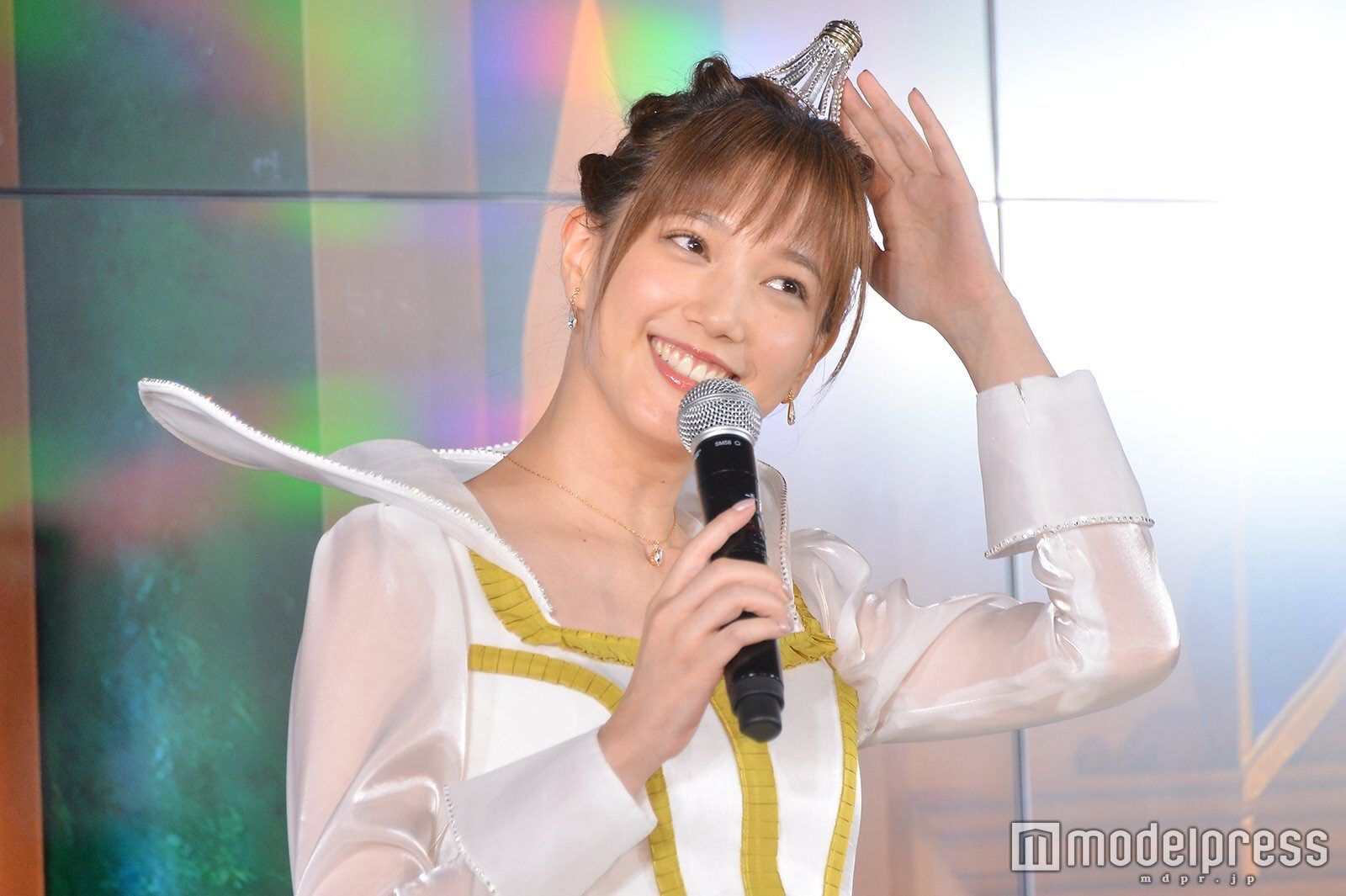 【画像】本田翼、お姫様ドレスを着用し新CM発表会見に参加する