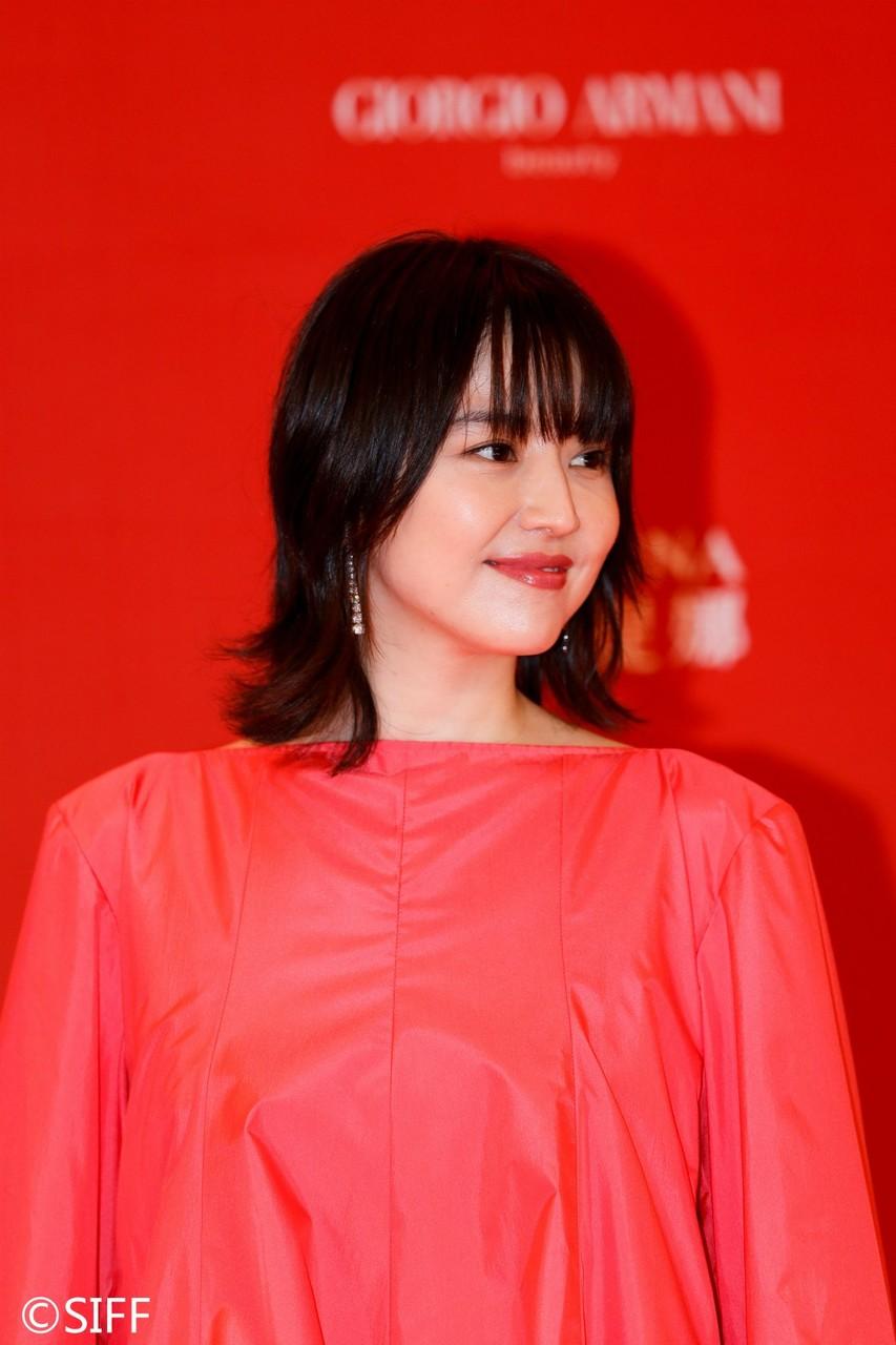 長澤まさみ、美背中ざっくり朱色ドレスで上海のファンを魅了!「温かい気持ちになりました」