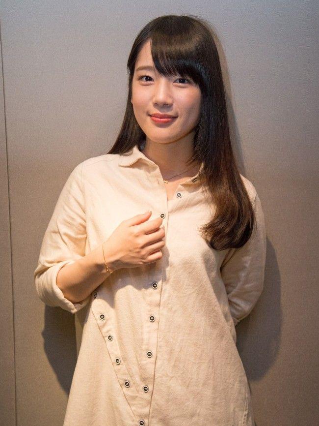 【画像10枚】ソフトバンクのユニホームを着る  声優  内田真礼さんが可愛い!