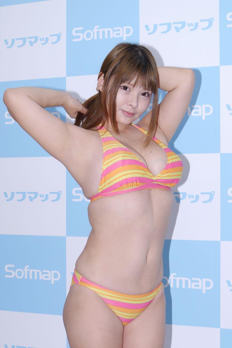 【朗報】恵体ムチムチHカップ女子がソフマップ(画像あり)wwwwwwwwwww