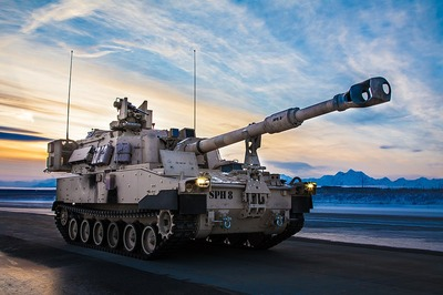 1024px-M109A7_Paladin_self-propelled_howitzer