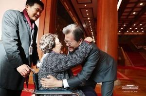 【悲報】韓国・文大統領「中国と環境汚染対策する」中国「聞いてない、否定する」韓国報道「日本も中国も...韓国は誰とどこへ?」