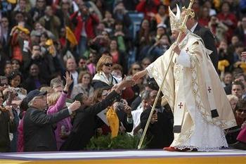 【クソワロタ】韓国が強行手段!ローマ法王の訪韓が決定後に、許可無くミサに慰安婦被害者ら招待「到着する前には知らせる」
