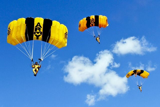 skydiving-704435_640