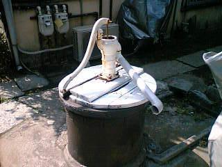 都会の中の井戸