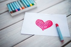 photo-hand-oil-pastel-draw-heart