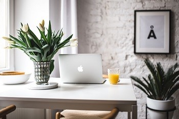 kaboompics_Stylish workspace with Macbook Pro
