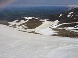 頂上付近雪渓上から