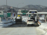 排雪トラック高速へ