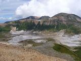 北海岳山頂から有毒温泉方向