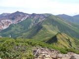富良野岳山頂から十勝岳方向