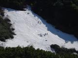 十勝岳温泉登山口近くの雪渓